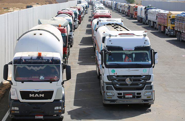 مصر تقدم قافلة مساعدات ضخمة لقطاع غزة