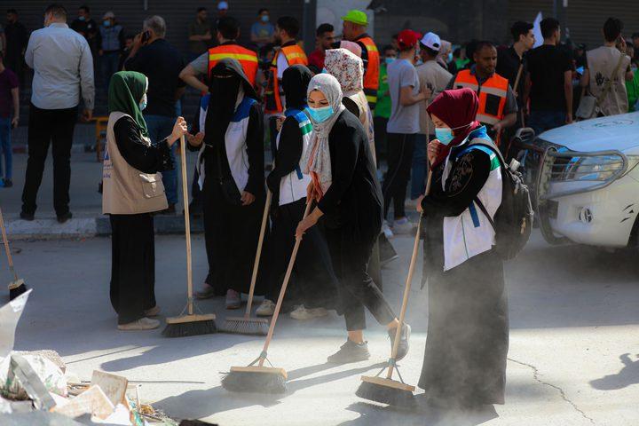 """""""حنعمرها"""" أكبر حملة تطوعية لتنظيف غزة من آثار الحرب، يشارك فيها  أكثر من ألف شاب وفتاة في غزة، بمبادرة تطوعية شعبية تنظمها البلدية تهدف لتنظيف شوارع القطاع من آثار الحرب التي استمرت 11 يوما"""