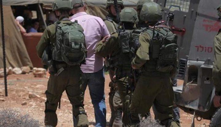 الاحتلال يشن حملة اعتقالات في الضفة طالت 20 مواطناً