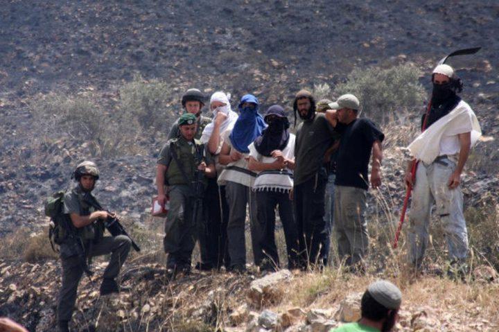 الخليل: الاحتلال يقتحم منازل ومستوطنون يهاجمون أخرى شرق الظاهرية