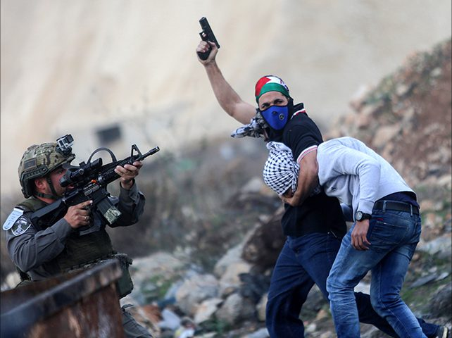 """""""مستعربون"""" يختطفون شابا شمال غرب القدس"""