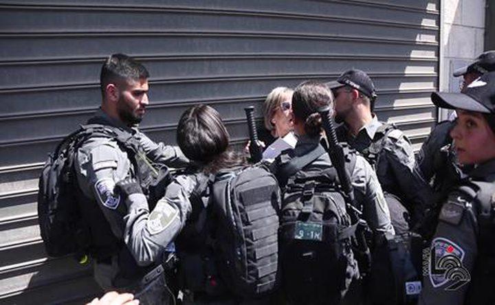جيش الاحتلال يُعنف أربعة أسرى ويتعمد إهانتهم أثناء عملية اعتقالهم