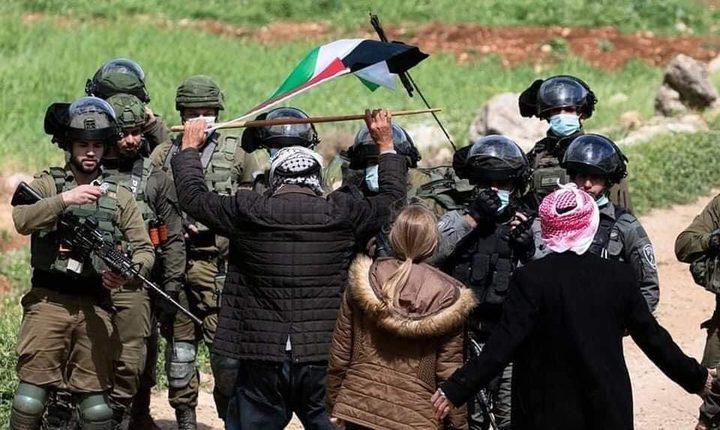 مستوطنون يطلقون الرصاص الحي تجاه المواطنين غرب سلفيت