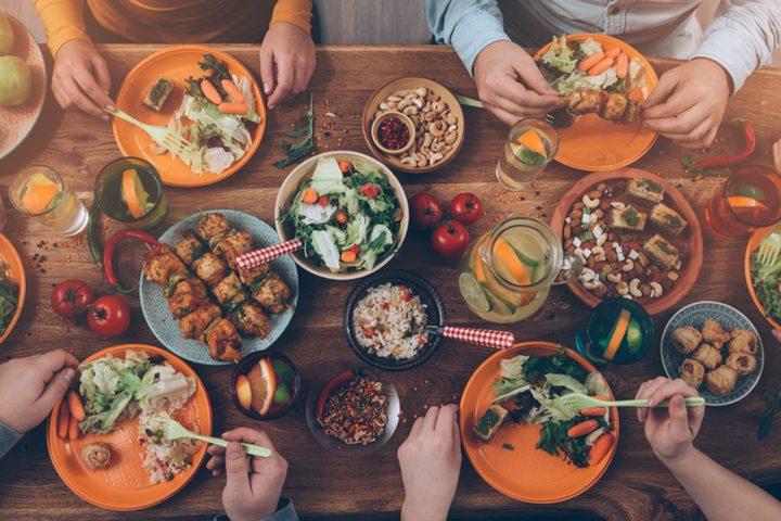 تحذير.. تناول هذه الأطعمة على العشاء يهدد صحة دماغك وقلبك