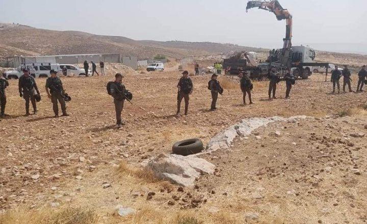 الاحتلال يفكك 4 خيام ويستولي عليها جنوب الخليل