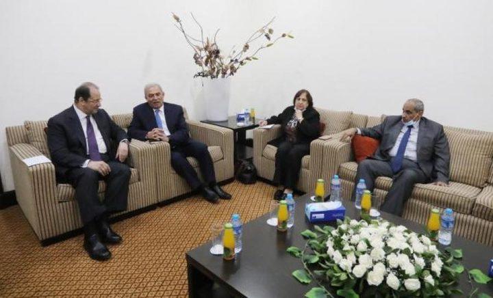 عباس كامل يلتقي وفد حكومي في قطاع غزة