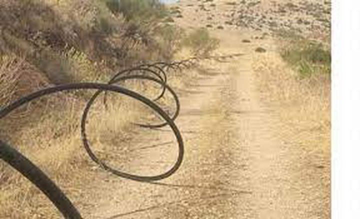 مستوطنون يمددون خطوط مياه في الأغوار بهدف السيطرة على الأراضي