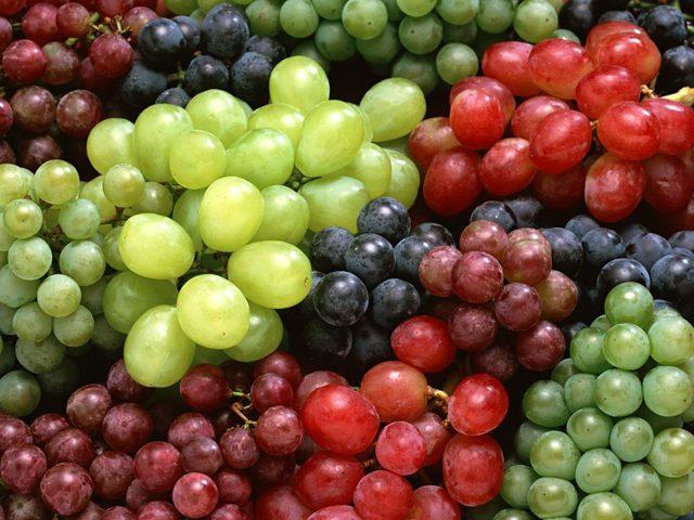 فوائد تناول العنب في فصل الصيف