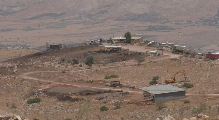 """مستوطنون يواصلون تجريف أراض في خربة """"السويدة"""" بالأغوار"""