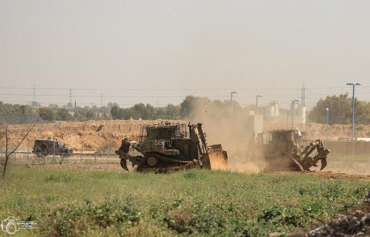 آليات الاحتلال تتوغل شرق خانيونس وتجرف اراضي زراعية