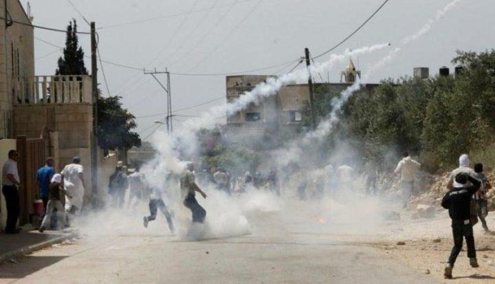 إصابة 4 مواطنين بالرصاص خلال مواجهات في مخيم الفارعة
