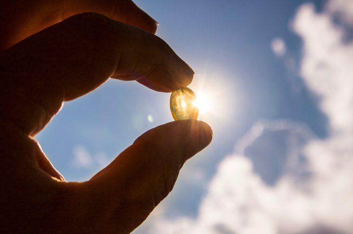 """دراسة تكشف دور """"فيتامين الشمس"""" في الحد من مضاعفات كورونا"""