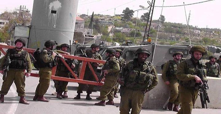 قوات الاحتلال تغلق البوابة الحديدية غرب سلفيت