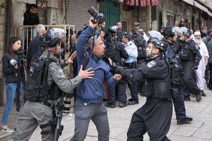4 إصابات بينهم صحفية إثر قمع الاحتلال مشاركين بمؤتمر صحفي بالقدس