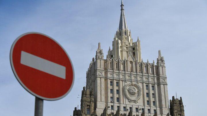 موسكو تدرج 9 مسؤولين كنديين على القائمة السوداء