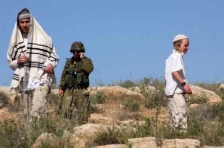 مستوطنون يشرعون ببناء بؤرة استيطانية غرب بيت لحم