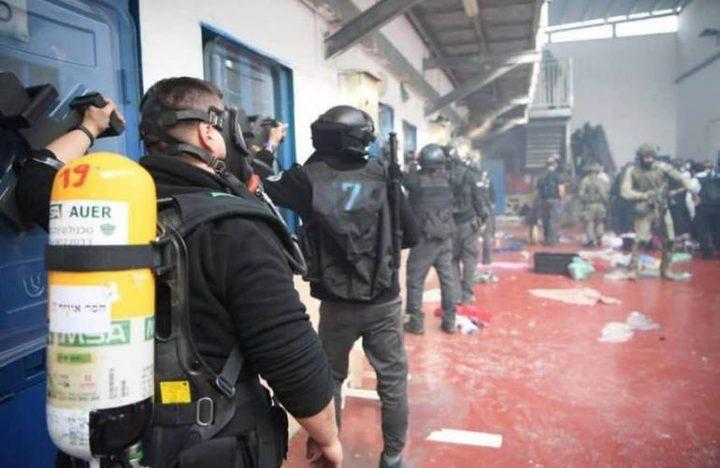 ثلاث إصابات في صفوف الأسرى إثر اقتحام الاحتلال لقسم 12 في مجدو