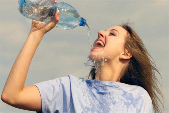 في الصيف اللاهب ..حقائق حول شرب الماء البارد