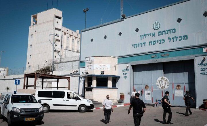 """نقل الأسير رأفت أبو ربيع من سجن """"عوفر"""" إلى عيادة سجن الرملة"""