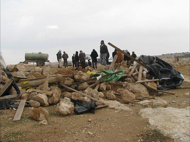 الاحتلال يهدم خياما سكنية في التجمع البدوي شرق رام الله