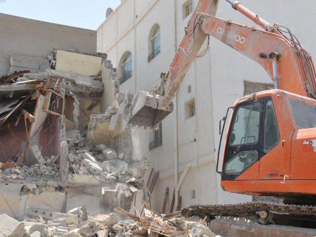 الاحتلال يهدم مساكن قرب قرية مخماس