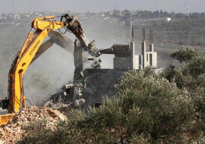 الاحتلال يهدم مخازن في دير شرف غرب نابلس