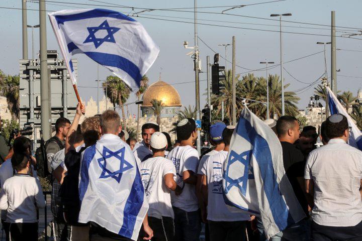المستوطنون يؤدون رقصة الأعلام ويهتفون الموت للعرب في باب العامود