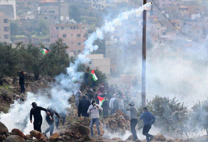 إصابة العشرات بالغاز خلال قمع الاحتلال مسيرة سلمية ببيت لحم
