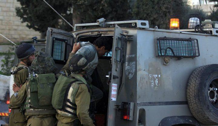 الاحتلال يشن حملة اعتقالات في الضفة بينهم أسير محرر ومصاب