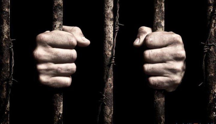 10 أسرى مضربون عن الطعام في معتقلات الاحتلال