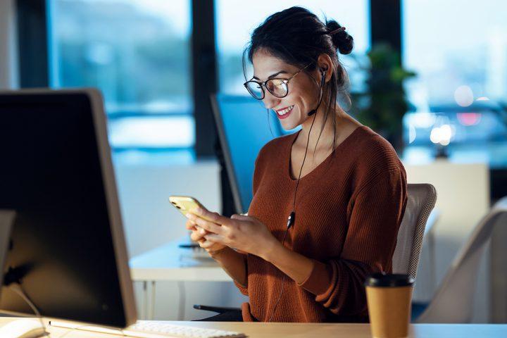 اتيكيت الاتصال عبر التطبيقات الذكية في الحياة المهنية