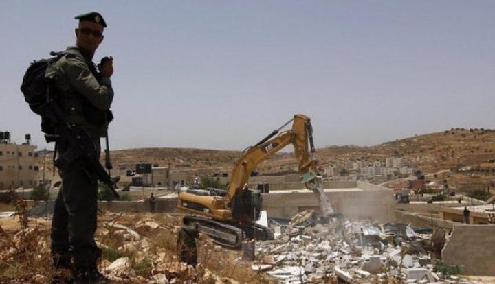 قوات الاحتلال تهدم منزلا قرب حلحول شمال الخليل