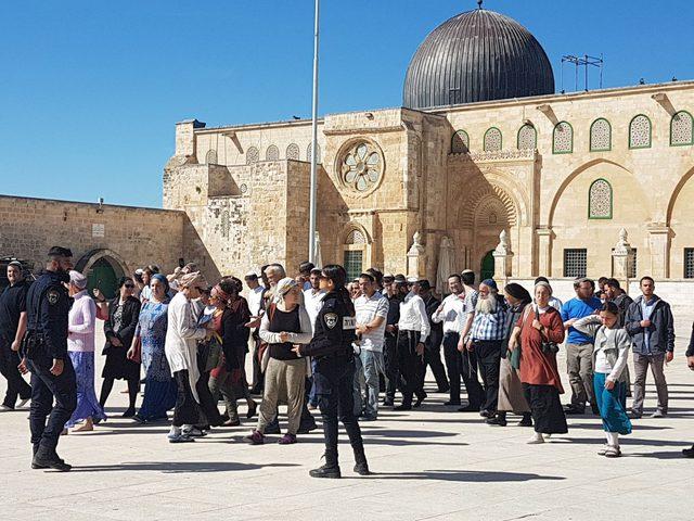 الاحتلال يعتدي على مواطن في باب الخليل بالقدس