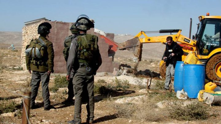 قوات الاحتلال تهدم غرفة زراعية في بلدة الخضر جنوب بيت لحم