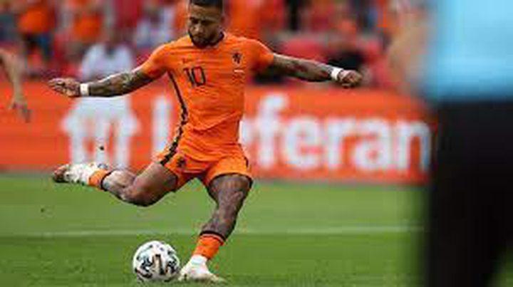 برشلونة يتعاقد مع الهولندي ديباي حتى العام 2023
