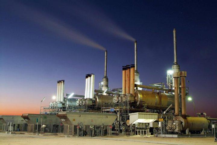 أسعار النفط تصعد إلى مستوى جديد