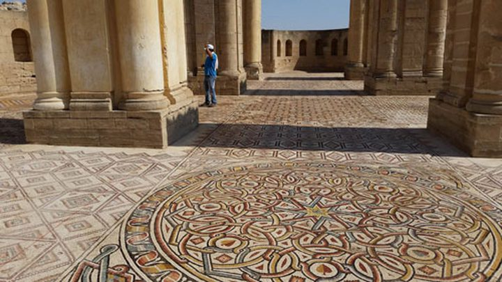 السياحة والآثار تتسلم أرضيات الفسيفساء في قصر هشام