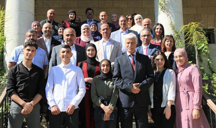 تكريم الطلبة المشاركين في المعرض الدولي للعلوم والهندسة
