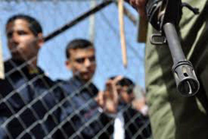 الاحتلال يمدد اعتقال الأسير الجريح أحمد فقها حتى تموز المقبل