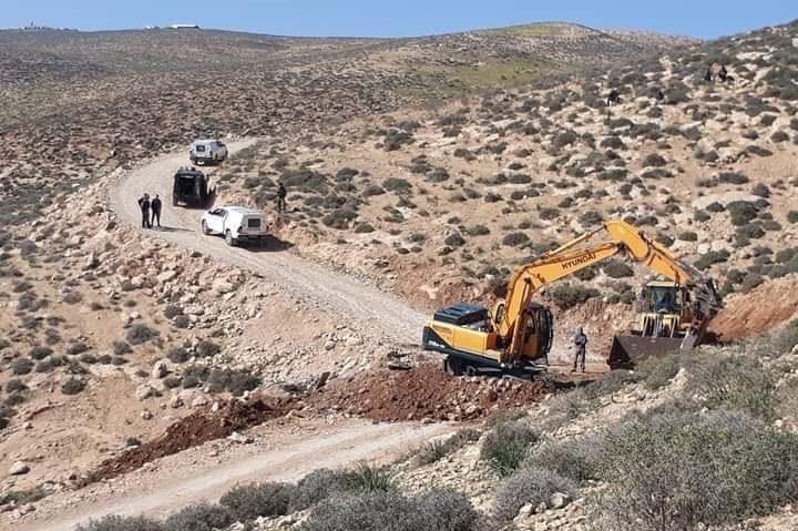 الاحتلال يجرف طريقا في مسافر يطا