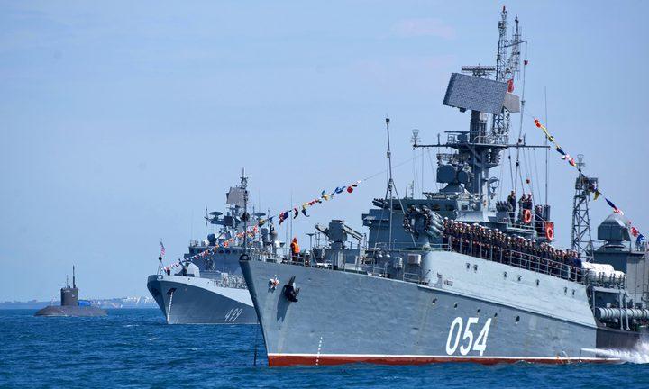 روسيا تتوعد منتهكي حدودها بالقصف بعد حادثة المدمرة البريطانية