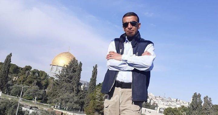 القدس: الاحتلال يعتقل موظفا في دائرة الأوقاف ونجليه