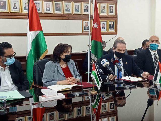 الكيلة تبحث إشكاليات سفر المواطنين خلال الجائحة مع نظيرها الأردني