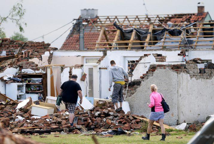 قتلى وخسائر مادية جراء إعصار ضرب مناطق في جمهورية التشيك