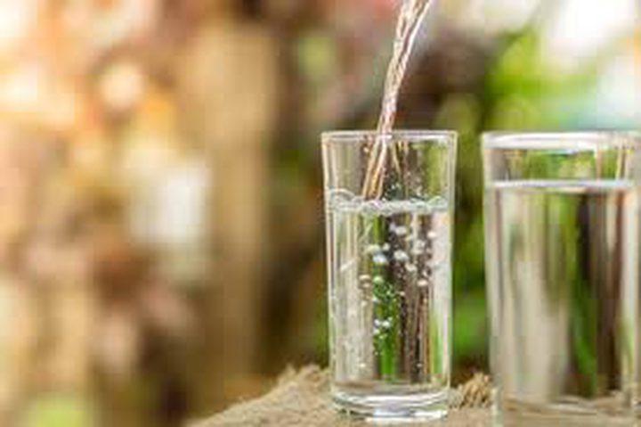 شركة مياه: راتب خيالي مقابل شرب الماء 8 أسابيع!