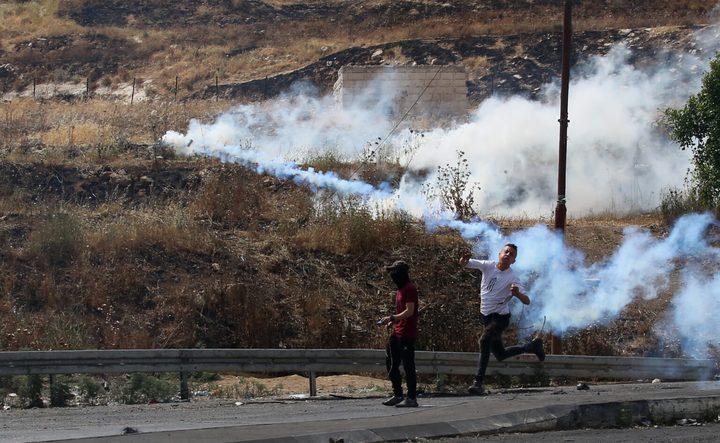 اصابات بالرصاص وبالاختناق والاحتلال يغلق الطريق المؤدي لجبل صبيح