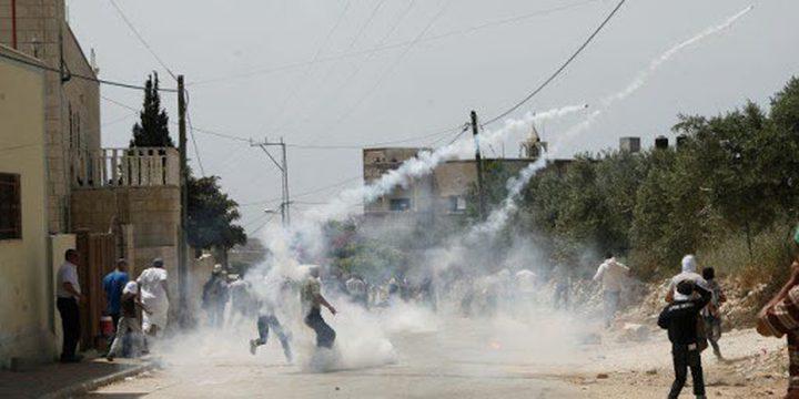 اختناق عدد من المواطنين خلال اقتحام الاحتلال لبلدة بيت فجار