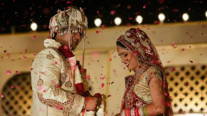 عروس هندية تلغي حفل زفافها بسبب نظارة العريس