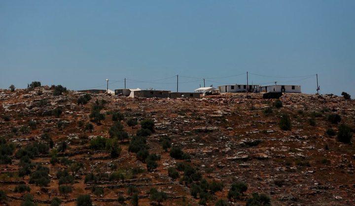 لابيد يتفق مع غانتس لإخلاء البؤر الاستيطانية في الضفة الغربية