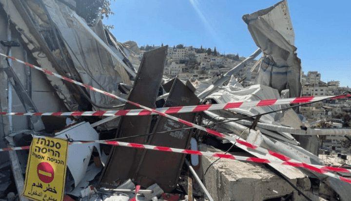 الاحتلال يحاصر حي البستان في سلوان ويشرع بهدم منشأة تجارية